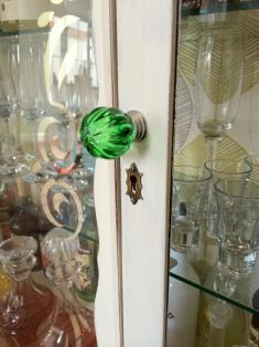DIY Shabby Chic Liquor Cabinet3