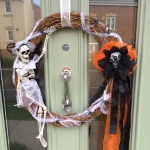 DIY Halloween Skeleton Skull Wreath 23